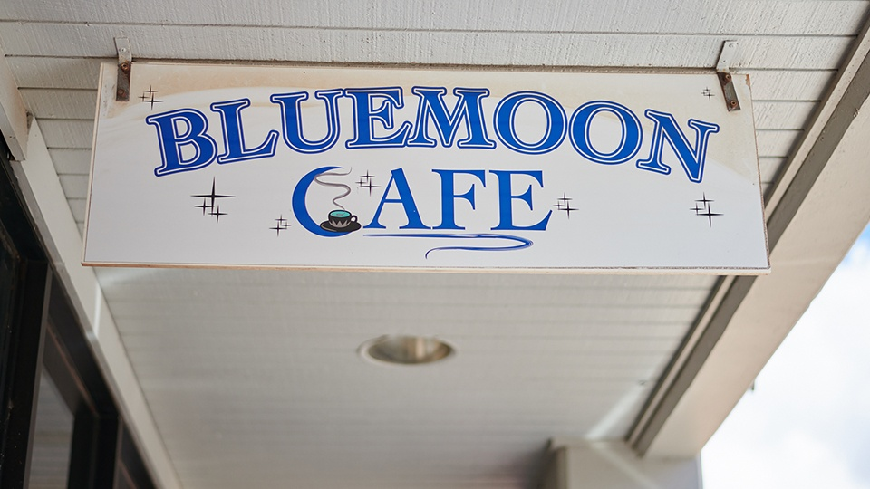 Best Maui Local Food Blue Moon Cafe
